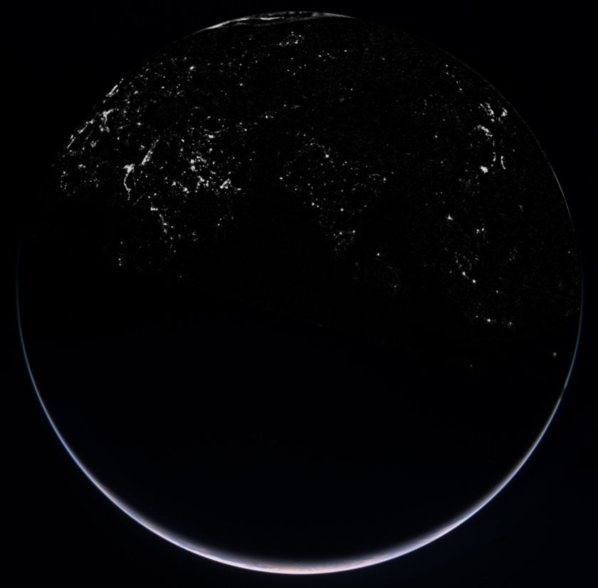 Rosetta view of Earth's night side