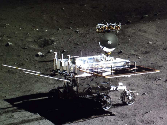 Yutu on the Moon: looking at the lander