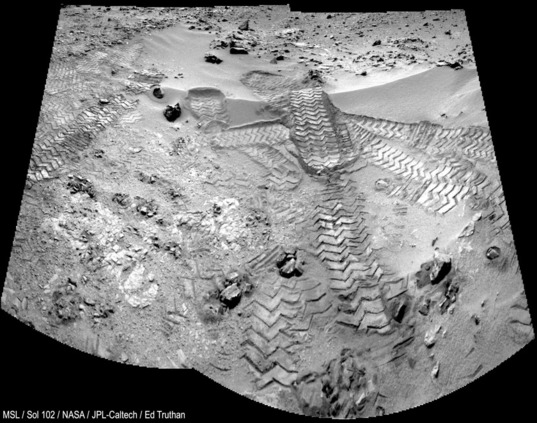 Rocknest in the rear-view mirror (Curiosity sol 102)