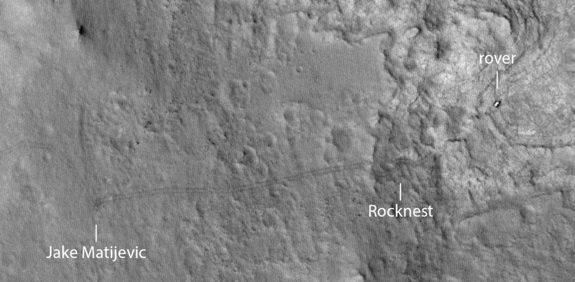 Some of Curiosity's tracks visible in the sol 145 HiRISE image (annotated)