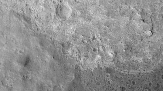 Curiosity on Mars from HiRISE, sol 145