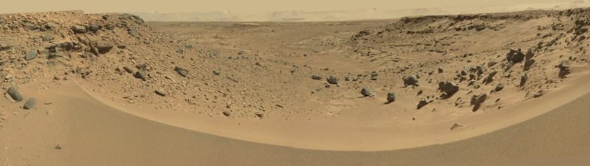 Curiosity Mastcam panorama of the valley beyond Dingo Gap, sol 528
