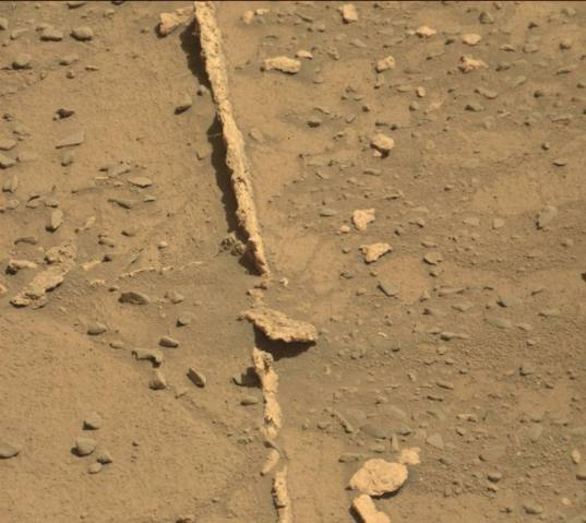 Fractures in front of Curiosity, sol 538