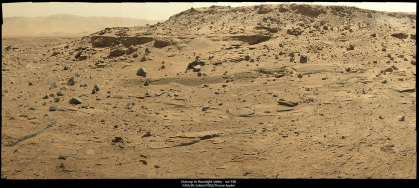 Curiosity panorama sol 543: Northern wall of Moonlight Valley