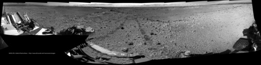 Poised between valleys, Curiosity sol 563