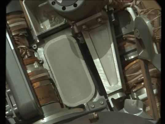 Curiosity CHIMRA's 150-micrometer sieve, sol 578