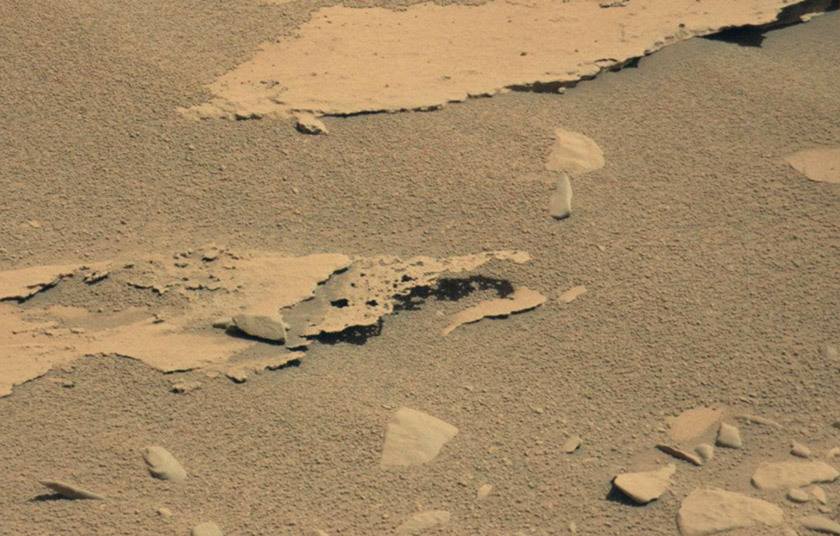 Unusual paper-thin erosion of a rock seen by Curiosity, sol 601