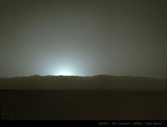 Sunset behind Gale's western rim, Curiosity sol 587