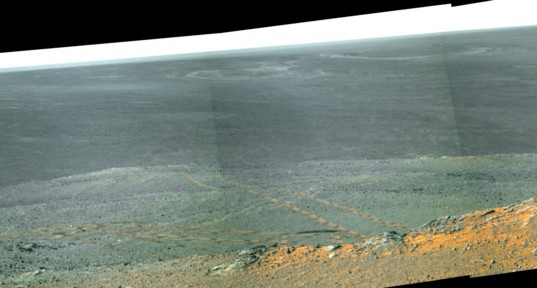 Opportunity looks out across Endeavour crater