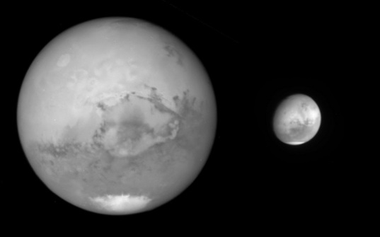 Mars viewed by Hubble's WFPC2 vs. WFC3 cameras