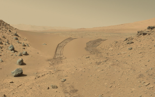 Curiosity's tracks across Dingo Gap