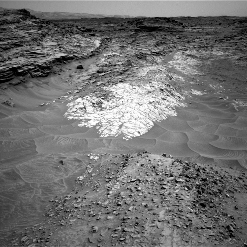 Lion ahead, Curiosity sol 1051