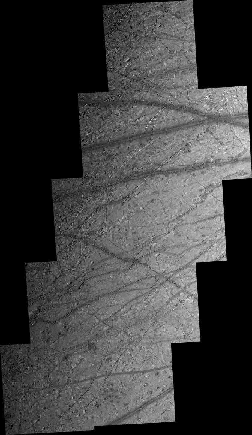 Lineae and lenticulae on Europa