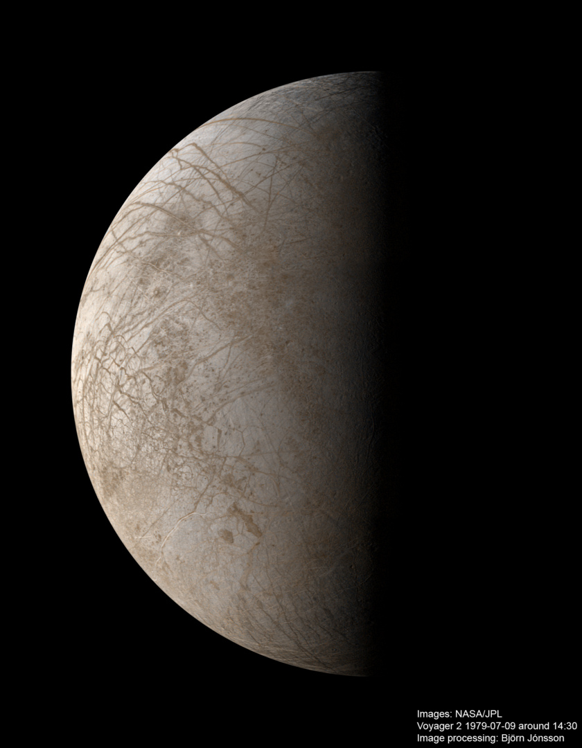 High-resolution color mosaic of Europa from Voyager 2