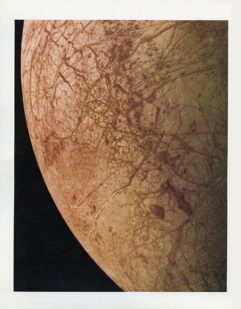 Contemporary best resolution on Europa from Voyager