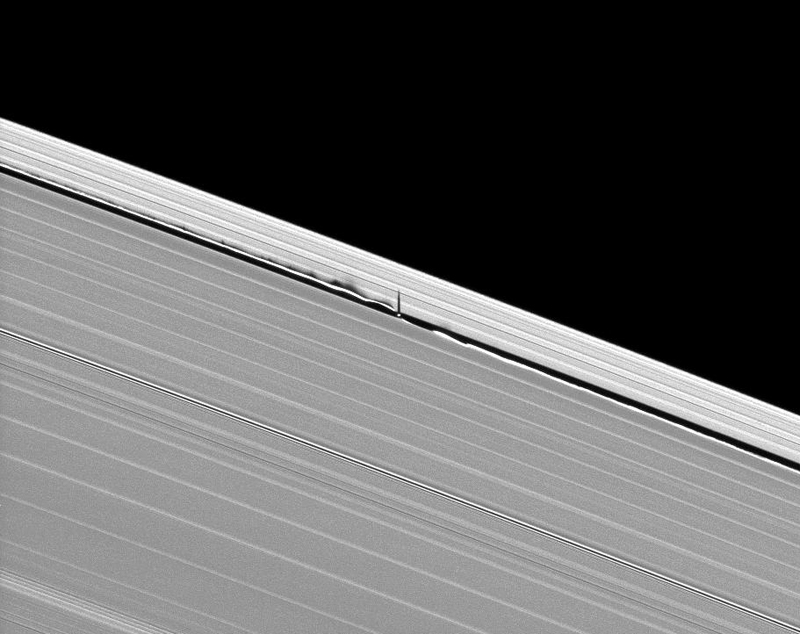 Daphnis' striking shadows