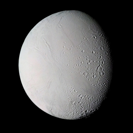 Voyager 2's best view of Enceladus