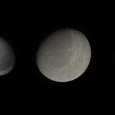 The colors of Saturn's moons