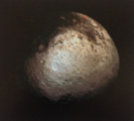 Contemporary Voyager view of Iapetus in color