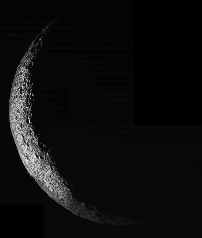 Crescent Iapetus in Color, 2 April 2005