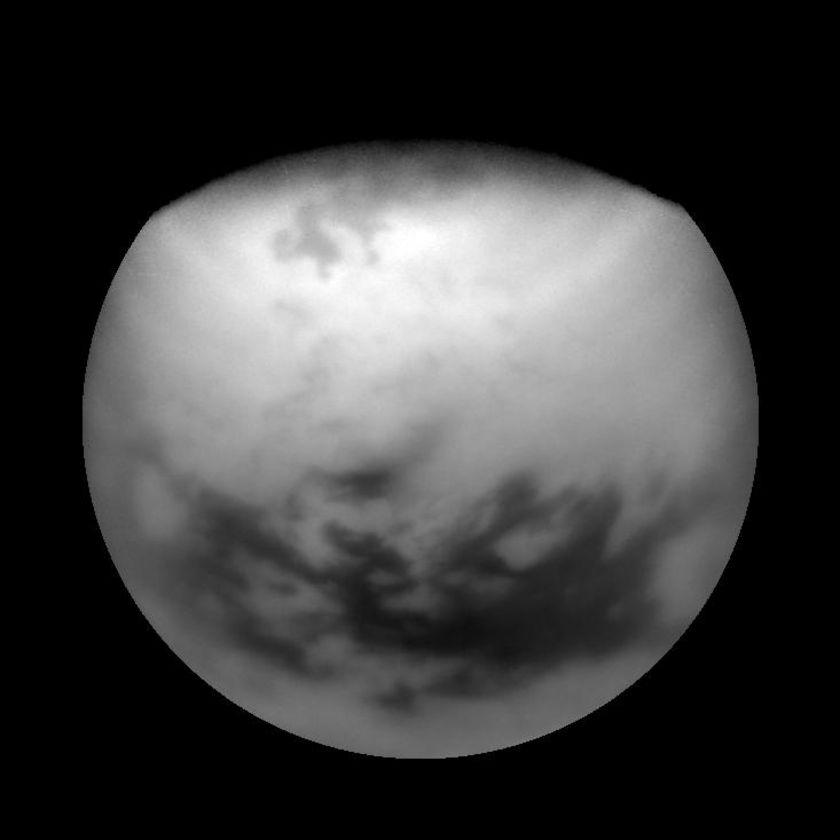 Ratios reveal near-polar structures on Titan