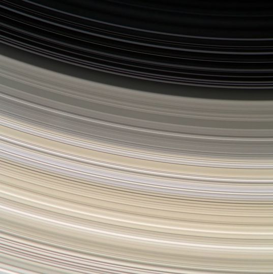 Saturn's rings from Cassini: colorful ringlets