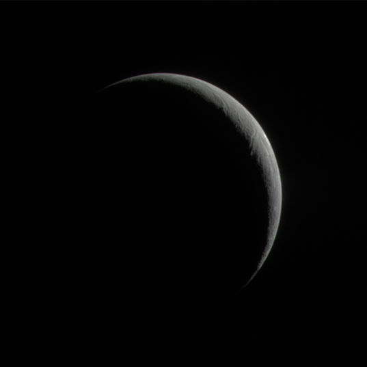 Enceladus' crescent in natural color (17 January 2005)