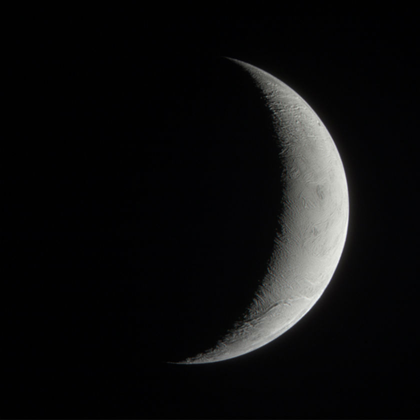 Enceladus' crescent in natural color
