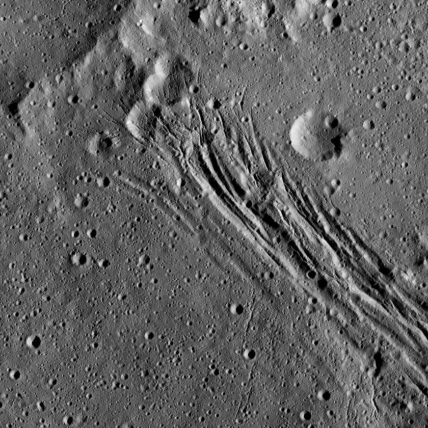 Extensional fractures in Yalode crater, Ceres