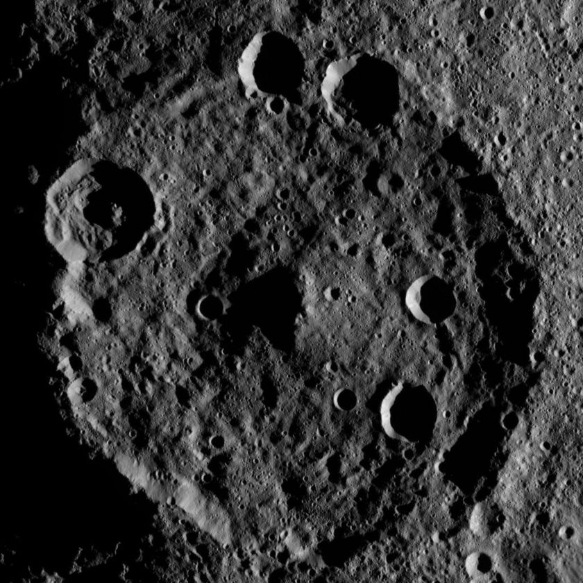 Zadeni Crater, Ceres