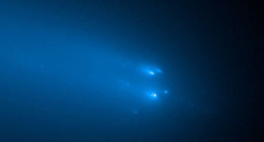 Comet ATLAS Breaks Apart