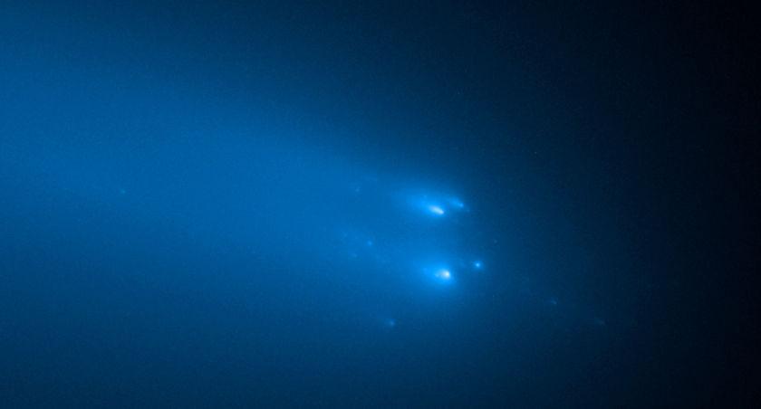 Comet ATLAS Breaks Apart