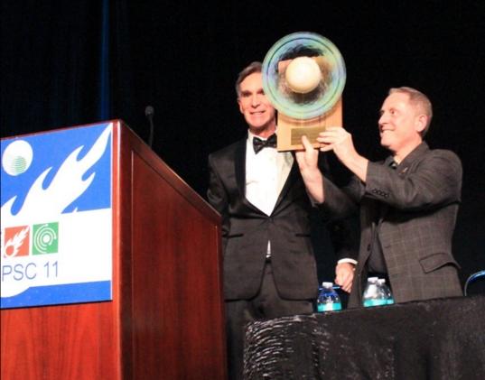 Alan Stern accepts the Cosmos Award