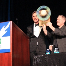 Alan Stern accepts the Cosmos Award
