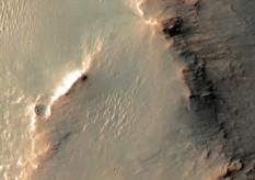 Wdowiak Ridge - Ulysses Crater