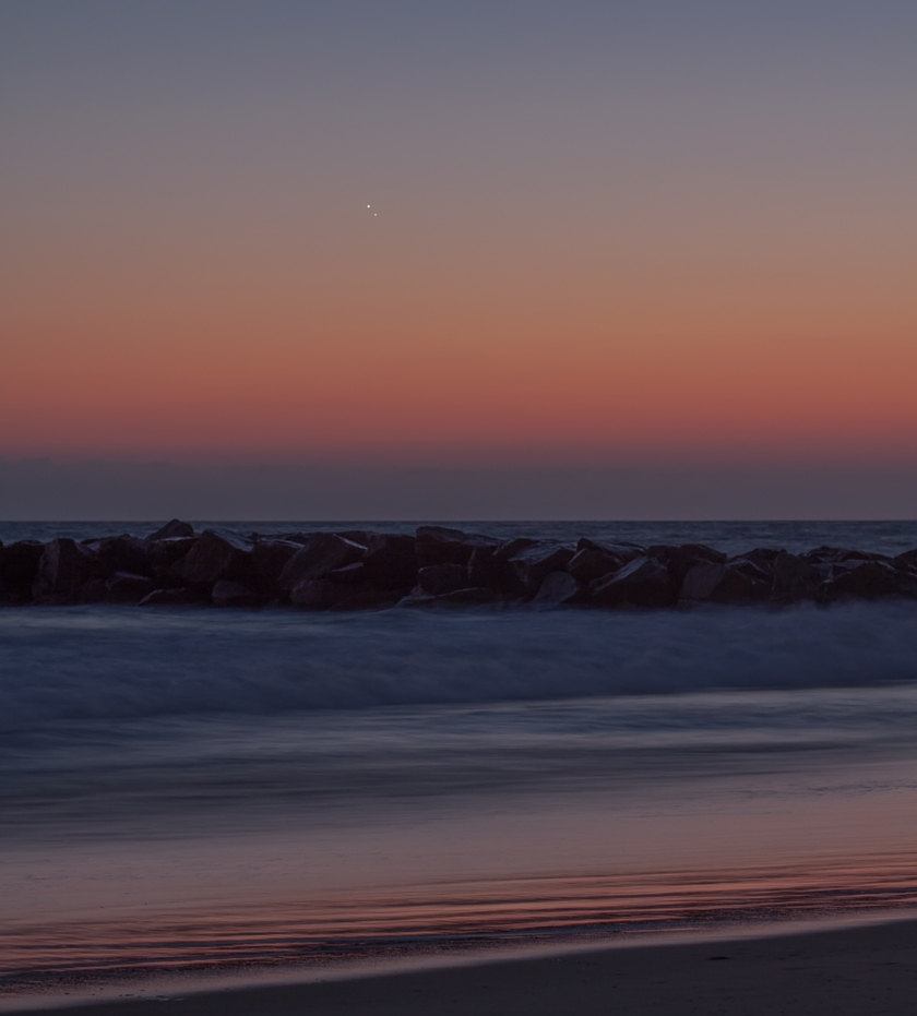 Venusian and Jovian worlds fade in after sunset