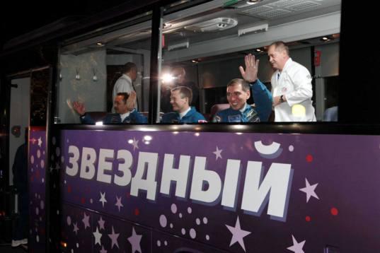 Soyuz TMA-18M launch crew