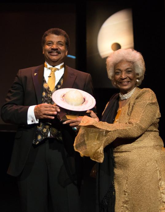 Neil deGrasse Tyson receives Cosmos Award from Nichelle Nichols