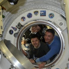 Expedition 45 crew departs