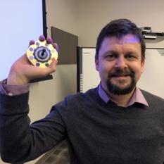 Kjartan Kinch and a Mars 2020 Rover calibration target mockup