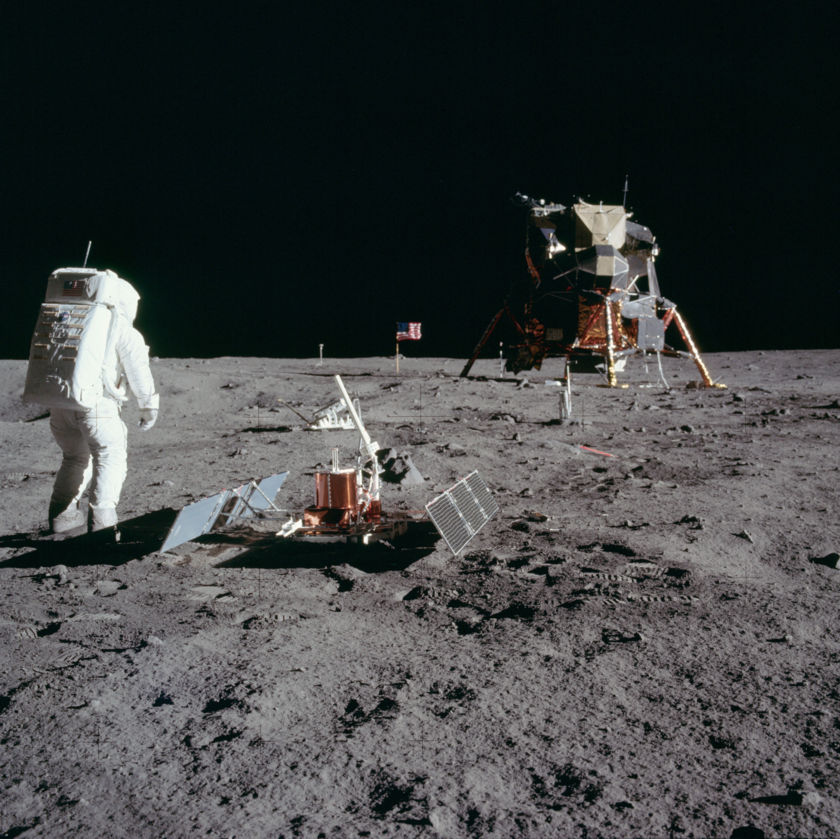 Aldrin deploys Passive Seismic Experiment