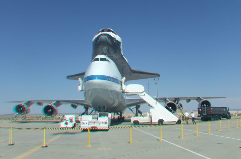 3D Anaglyph of Space Shuttle Endeavour at Edwards Air Force Base, September 20, 2012 (#5710)