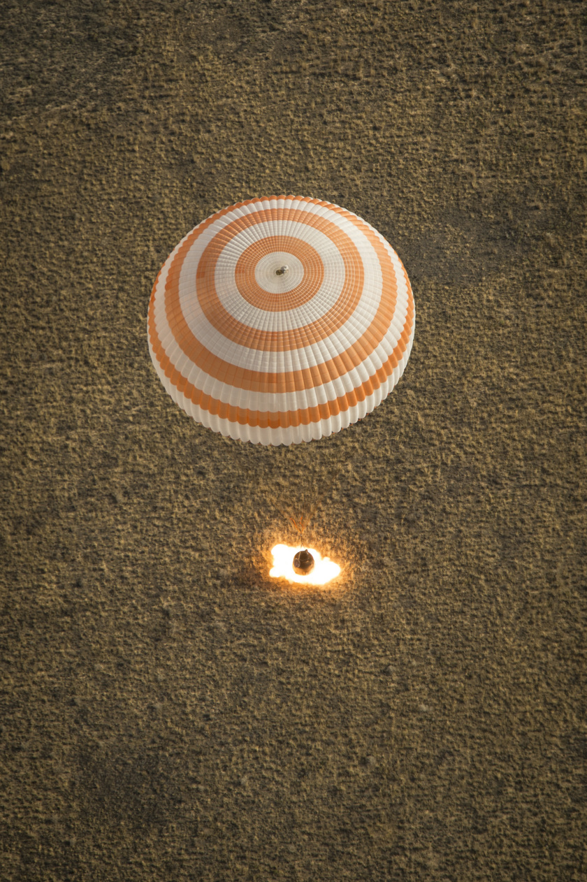 Soyuz TMA-08M touches down