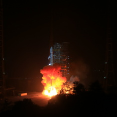 Chang'e 3 launches toward the Moon