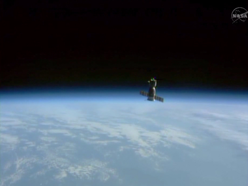 Soyuz TMA-13M departs
