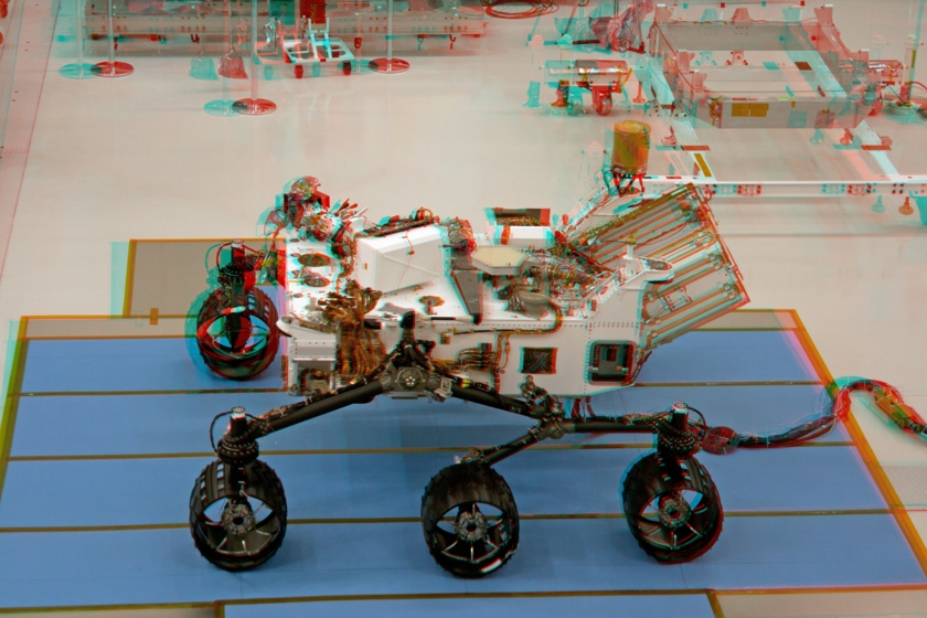 3D anaglyph of Curiosity in the clean room