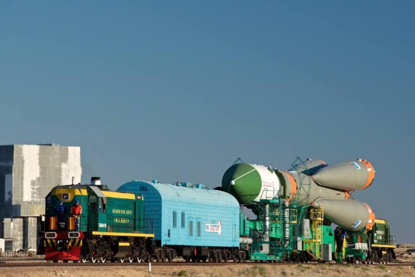 Progress M-29M train rollout