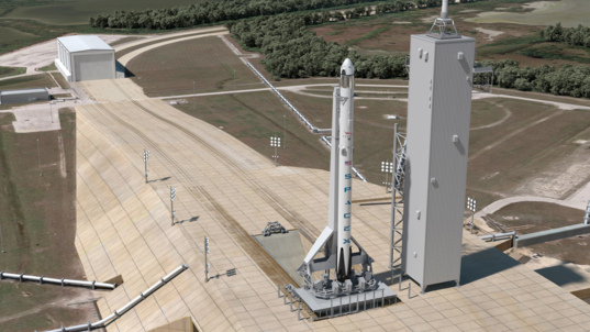 SpaceX Falcon 9 and Crew Dragon on pad 39A