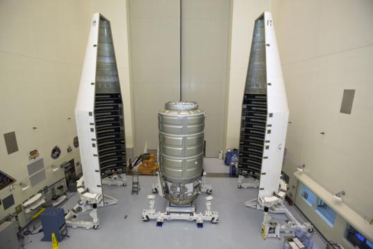 Cygnus installation in Atlas payload fairing
