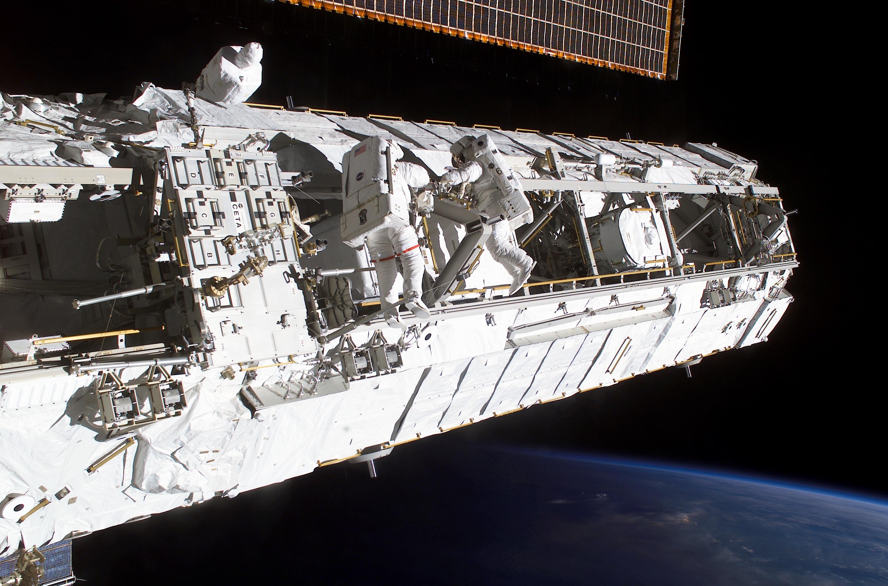 20151218_ISS_Truss_structure.jpg